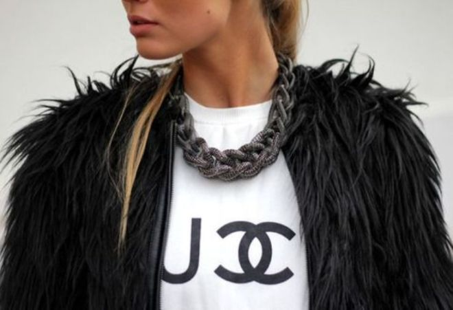 ways to wear a bold chain necklace - by Myra Madeleine