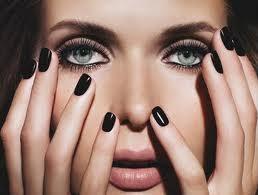black manicures| Myra Madeleine